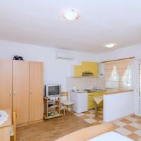 Apartments Skurla, hotel in Saplunara