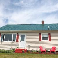 Peaceful Retreat Perched on Old Farm ~7Mi to Beach, hotel em Harmony Junction