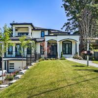 Luxury Vancouver Home with Patio & Views of Downtown, hotel em Surrey
