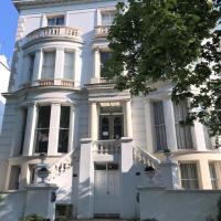 Ravna Gora, hotel in Holland Park, London