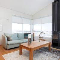 The Golden Circle Lodge - Luxurious villa with Jacuzzi and Sauna, hótel á Þingvöllum