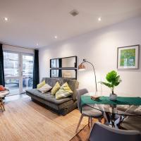 Air Host and Stay - Apartment 5 Broadhurst Court sleeps 6 minutes from town centre