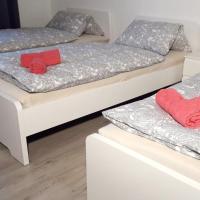 frisch renovierte Ferienwohnung mit TV und WLAN, hotel in Hochheide, Duisburg