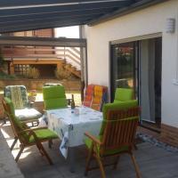 Gemütliche Wohnung im Westerwald, mit einer großen Terrasse!!, Hotel in Weitefeld