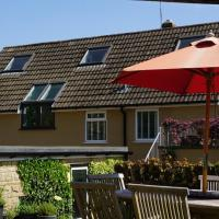 UNDERBURY - Hot tub and romance in delightful Cotswold village, hotel in Uley