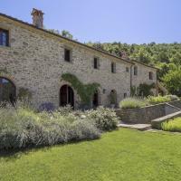 Il Passaggio Villa Sleeps 10 with Pool