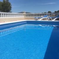 CASA DEL BOSQUE CON PISCINA EN SITGES, hotel a Sant Pere de Ribes