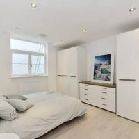 Amazing 2 bedroom free parking. 6-7guests.