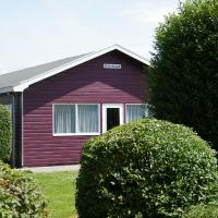 Spacious holiday home at 1 km from the North Sea beach