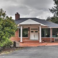 Charming Kelso Home Close to Cowlitz River!, hotel in Kelso