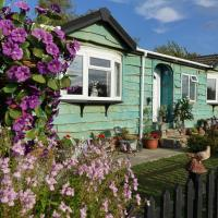 Lakeland Lodge with private Hot Tub and fishing, hotel in Hatfield Peverel