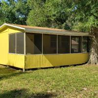 Nana's Place of Homosassa Yellow Cottage