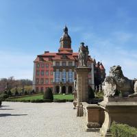 Hotel Przy Oślej Bramie - Zamek Książ, hotel in Wałbrzych