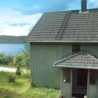 Four-Bedroom Holiday home in Åfarnes