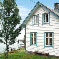 Three-Bedroom Holiday home in Svelgen