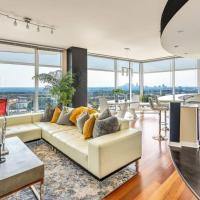 Exquisite Polished Panoramic Buckhead Penthouse-Designed, hotel in Atlanta