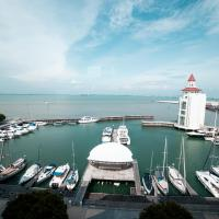 Luxury Marina Suite with PoolView at Strait Quay By theSea, hotel in Tanjong Tokong