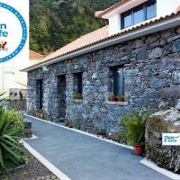 Cottage Quinze, Contemporary designed cottage with Spa / Hot tub, hôtel à Ponta Delgada