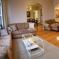Modern Chic 3bd 2ba flat patio Continental Breakfast inc We disinfect No parties please