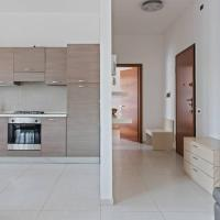 Modern and new apartment in Brianza, hotell i Vimercate