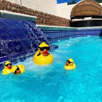 J Luxury pool and heat Jaccuzi house of Las Vegas, hotel in Las Vegas