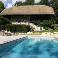 Le Moulin de Dingy - House with 6 bedrooms & swimmingpool 20 mn from Annecy, hôtel à Dingy-Saint-Clair
