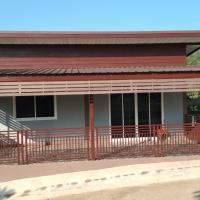 Local border Village House, hotel in Ban Lian Thong