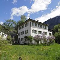 Ferienwohnung im zauberhafte Andeer mit 10% Rabatt ins Mineralbad, hotel in Andeer
