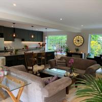 Stunning Surrey Hills Getaway - Sleeps 10