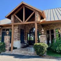 Scenic Hill Country Retreat - Rhino Ranch - Permit L1347, hotel in New Braunfels