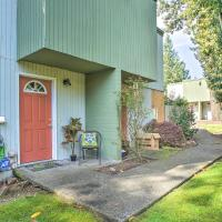 Townhome with Yard - 3 Mi to Camp Murray & JBLM