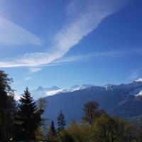 "140 m2 op het ""Alpen-zonneterras"" Interlaken / Beatenberg, hôtel à Beatenberg"