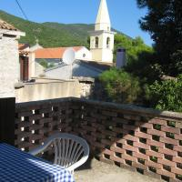House with 3 bedrooms in Sveti Jakov, with wonderful mountain view, enclosed garden and WiFi - 400 m from the beach, hotel in Sveti Jakov