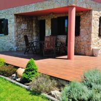 House with 3 bedrooms in Albuerne with enclosed garden 6 km from the beach, hotel in Albuerne
