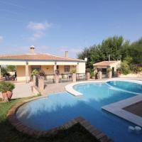 Villa with 4 bedrooms in Sanlucar la Mayor with wonderful mountain view private pool enclosed garden, hotel en Sanlúcar la Mayor
