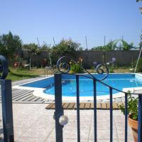 House with one bedroom in Nazare with shared pool enclosed garden and WiFi 7 km from the beach