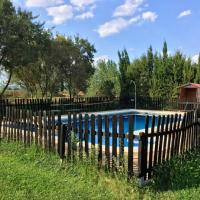 House with one bedroom in El Robledo with wonderful mountain view shared pool and enclosed garden, hotel u gradu 'El Robledo'