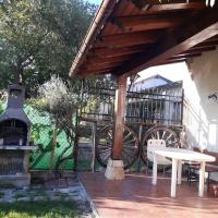 House with 5 bedrooms in Munain with wonderful mountain view and enclosed garden, hotel en Munaín