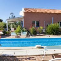 Maison de 3 chambres a Castelnou avec magnifique vue sur la montagne piscine privee jardin clos a 30 km de la plage, hôtel à Castelnou