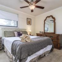 Gorgeous home in Gulf Breeze by CozySuites, hotel in Gulf Breeze