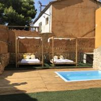 House with 5 bedrooms in Can Trabal with wonderful mountain view private pool enclosed garden 16 km from the beach, hotel en Can Trabal