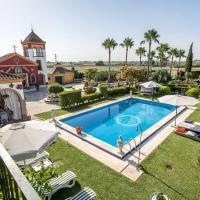 Villa with 4 bedrooms in Los Palacios y Villafranca with private pool enclosed garden and WiFi 60 km from the beach, hotel in Los Palacios y Villafranca