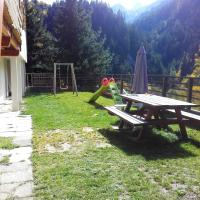 Studio in SaintJeand'Arves with wonderful mountain view furnished garden and WiFi 6 km from the slopes, hotel in Saint-Jean-d'Arves