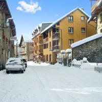 Studio a Aiguilles avec magnifique vue sur la montagne a 5 km des pistes, hotel in Aiguilles