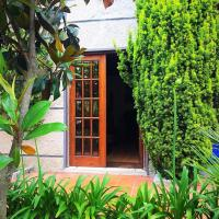 House with 2 bedrooms in Apendurada with furnished garden and WiFi 40 km from the beach, hotel em Alpendurada