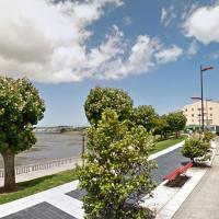 Apartment with 3 bedrooms in Cambre with wonderful sea view and balcony 5 km from the beach, hotel near A Coruña Airport - LCG, Cambre