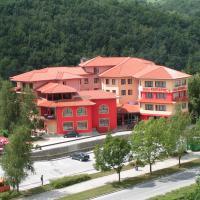 Hotel Kiparis Alfa, hotel in Smolyan