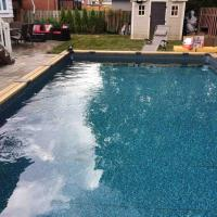 Apartment with one bedroom in Longueuil with private pool enclosed garden and WiFi, hotel near Montréal/St-Hubert Airport - YHU, Longueuil