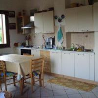 Apartment with 2 bedrooms in Nughedu Santa Vittoria with balcony and WiFi 45 km from the beach, hotell i Nughedu Santa Vittoria