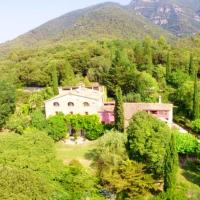 Mansion with 9 bedrooms in Sales de Llierca with wonderful mountain view private pool furnished garden 68 km from the slopes, hotel a Sales del Llierca